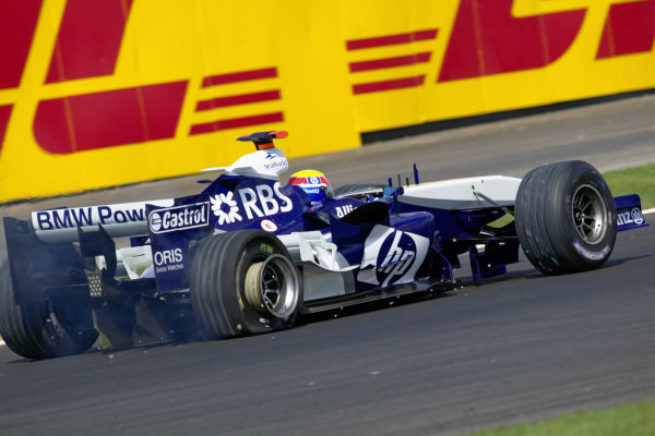 Mark Webber, Williams FW27 BMW with a right rear puncture.