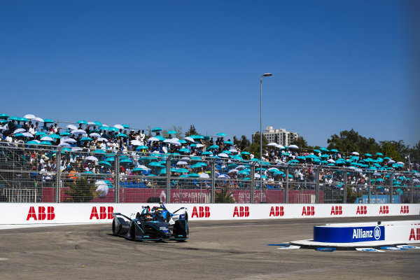Stoffel Vandoorne (BEL), HWA Racelab, VFE-05 leads Alexander Sims (GBR) BMW I Andretti Motorsports, BMW iFE.18