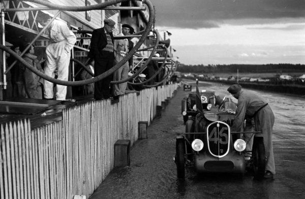 Jacques Blot / Henri Ferrand, A. Gordini, Simca-Fiat 508S Balilla, makes a pitstop in the rain.