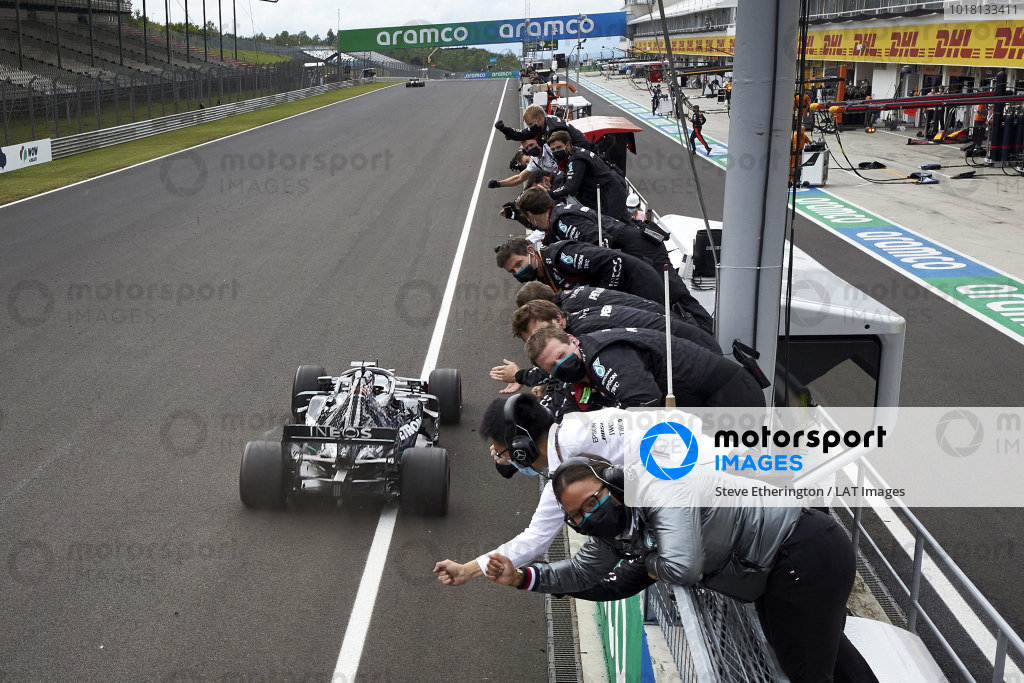 Lewis Hamilton, Mercedes F1 W11 EQ Performance, takes victory and is congratulated from the pit wall by colleagues