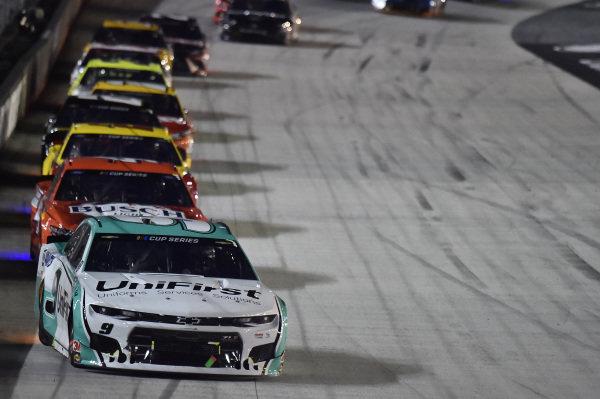 #9: Chase Elliott, Hendrick Motorsports, Chevrolet Camaro UniFirst, #4: Kevin Harvick, Stewart-Haas Racing, Ford Mustang Busch Light Apple