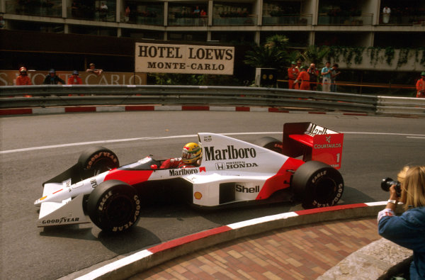 Monte Carlo, Monaco.4-7 May 1989.Ayrton Senna (McLaren MP4/5 Honda) 1st position at Loews Hairpin.Ref-89 MON 05.World Copyright - LAT Photographic