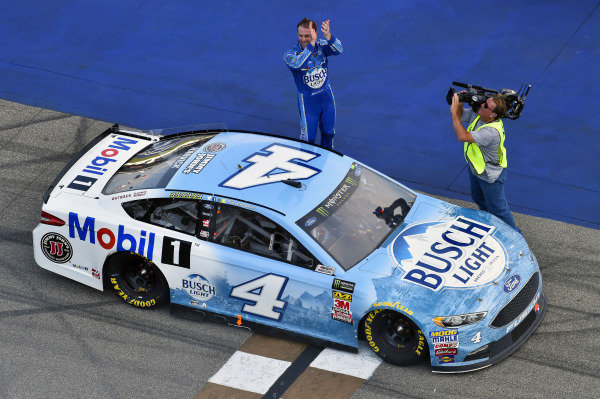 #4: Kevin Harvick, Stewart-Haas Racing, Ford Fusion Busch Light / Mobil 1