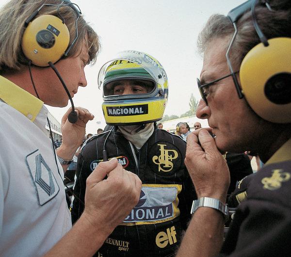 Ayrton Senna, Lotus 98T Renault, with Gerard Ducarouge (right).