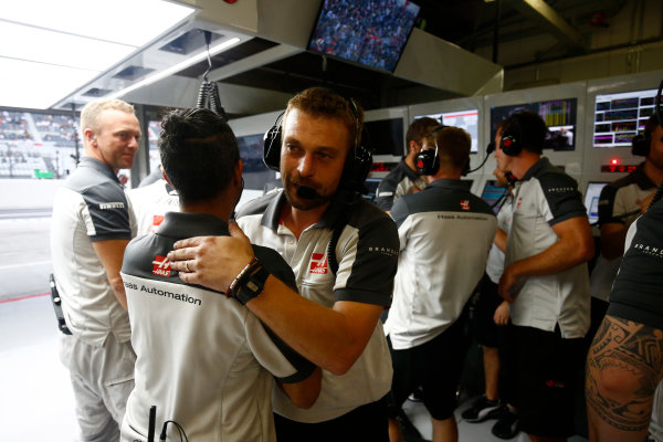 Suzuka Circuit, Japan. Saturday 8 October 2016. Haas F1 engineers celebrate a successful qualifying session. World Copyright: Andrew Hone/LAT Photographic ref: Digital Image _ONZ4657