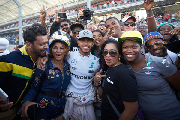 Circuit of the Americas, Austin Texas, USA. Sunday 23 October 2016. Lewis Hamilton, Mercedes AMG, 1st Position, celebrates with fans after the race. World Copyright: Steve Etherington/LAT Photographic ref: Digital Image SNE10879
