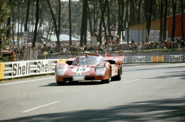 1971 Le Mans 24 hours. Le Mans, France. 12-13 June 1971. Masten Gregory/George Eaton (Ferrari 512S), retired. World Copyright: LAT Photographic Ref: 71LM33