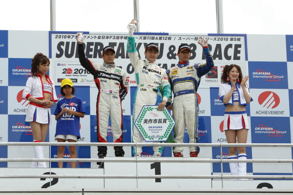 2010 Japanese Formula Three ChampionshipOkayama, Japan. 4th September 2010.Rd 12 Winner Rafael Suzuki ( #36 PETRONAS TEAM TOM'S ) 2nd positionYuhi Sekiguchi ( #12 ThreeBond Racing ) 3rd position Hideki Yamauchi ( #5 HANASHIMA RACING ) podium.World Copyright: Yasushi Ishihara/LAT Photographicref: 2010JF3_R12_004