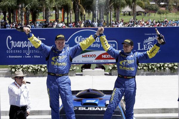 2005 FIA World Rally Champs. Round threeRally Mexico.10th - 13th March 2005.Petter Solberg & Phil Mills, Subaru, podium.World Copyright: McKlein/LAT