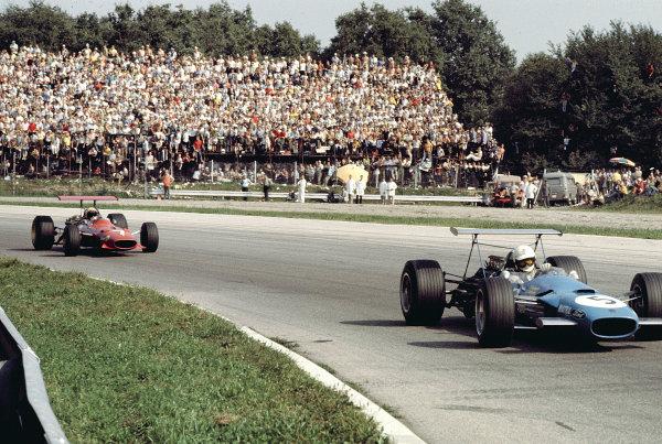 1968 Italian Grand Prix. Monza, Italy. 6-8 September 1968. Johnny Servoz-Gavin (Matra MS10 Ford) 2nd position, followed by Derek Bell (Ferrari 312). Ref-68 ITA 24. World Copyright - LAT Photographic