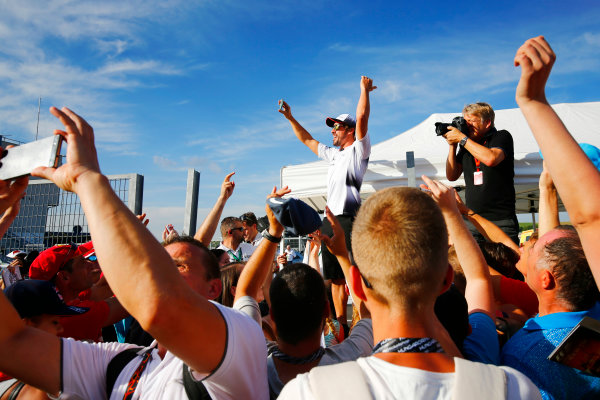 Hungaroring, Budapest, Hungary. Thursday 21 July 2016. Fernando Alonso, McLaren with his fans and LAT photographer Steven Tee. World Copyright: Andrew Hone/LAT Photographic ref: Digital Image _ONZ0699