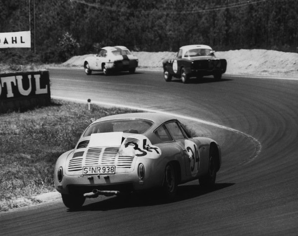 Le Mans, France 23rd - 24th June 1962.Edgar Barth/Hans Herrmann (Porsche 695 GS), 7th position, action. World Copyright: LAT Photographic.Ref: L205 - 20B - 56.