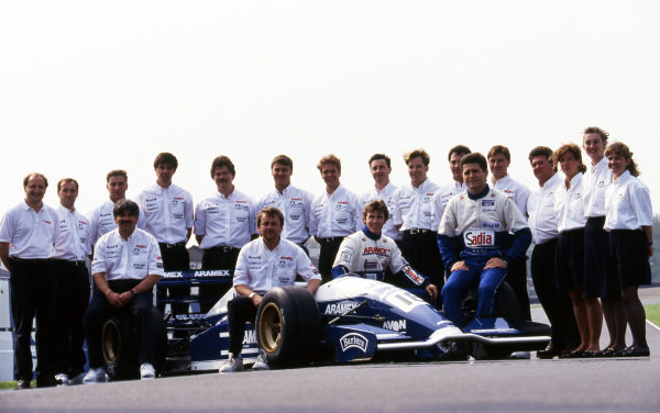 The Paul Stewart Racing Team with drivers Paul Stewart (GBR) and Gil de Ferran (BRA) with the team. International Formula 3000 Championship. Donington Park, England, 3 May 1993.