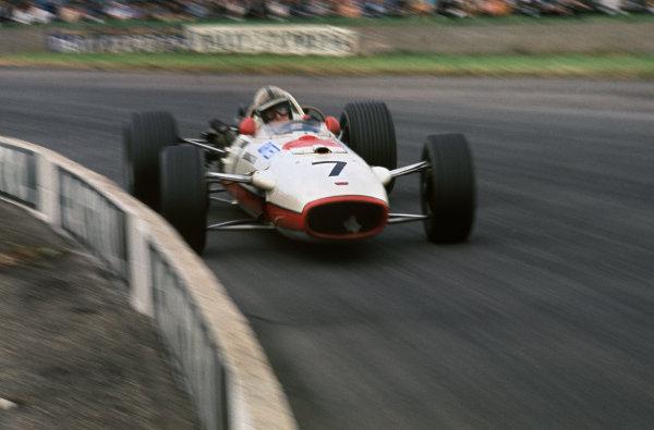 Silverstone, England. 13th - 15th July 1967. John Surtees (Honda RA273) 6th position, action.Ref: 67 GB 19 World Copyright: LAT Photographic