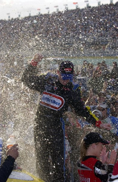 NASCAR Winton Cup Ford 400, Homestead-Miami Speedway, Homestead, Florida, USA 17 November,2002 Kurt Busch celebrates in a shower of Champane.Copyright-F Peirce Williams/MMP-Inc. 2002 LAT Photographic