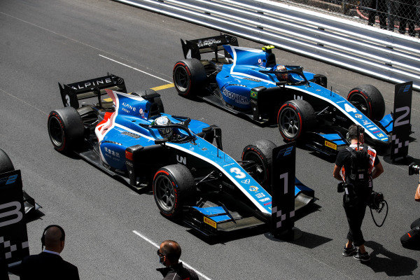 Race winner Guanyu Zhou (CHN, Uni-Virtuosi Racing) and Felipe Drugovich (BRA, Uni-Virtuosi) in Parc Ferme