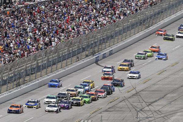 #22: Joey Logano, Team Penske, Ford Mustang Autotrader and #48: Alex Bowman, Hendrick Motorsports, Chevrolet Camaro Ally