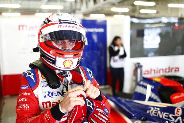 Jérôme d'Ambrosio (BEL), Mahindra Racing, M5 Electro, puts on his helmet