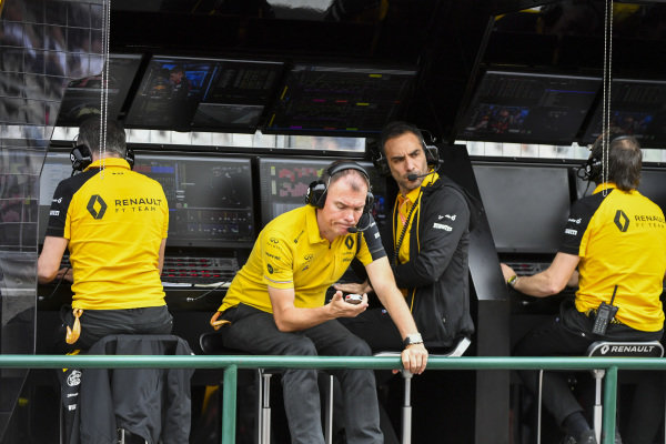 Alan Permane, Trackside Operations Director, Renault F1 Team, and Cyril Abiteboul, Managing Director, Renault F1 Team, on the pit wall