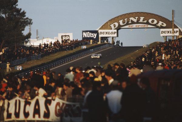 Helmut Marko / Gijs van Lennep, Martini International Racing Team, Porsche 917K.