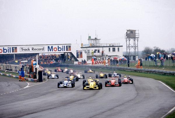 1996 British Formula Three ChampionshipThruxton, England.Juan Pablo Montoya, leads Ralph Firman at the start of the race.World Copyright: LAT Photographic