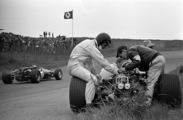Dan Gurney sits on his Eagle T1G Weslake as Jo Siffert, Cooper T81 Maserati, passes.
