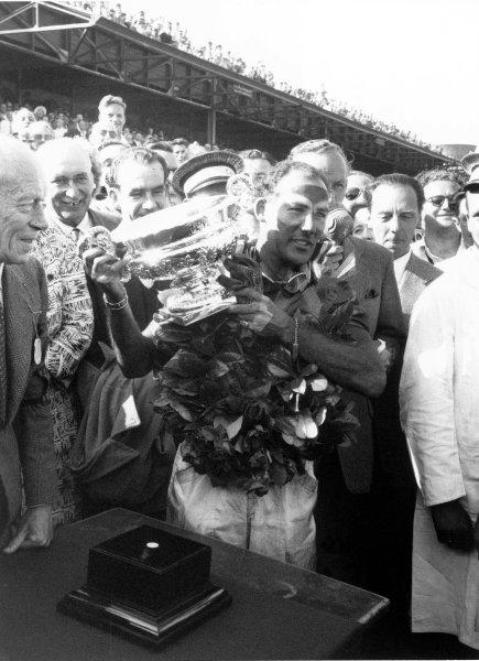 1955 British Grand PrixAintree, Great Britain. 1955Race winner Stirling Moss (Mercedes Benz W196), podium.World Copyright: LAT Photographicref: 317/35