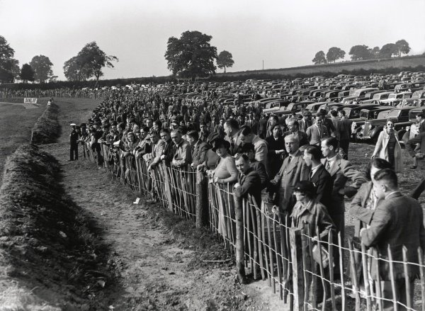 1937 Donington Grand Prix. Donington Park, Great Britain. 2 October 1937. The crowd before the start, atmosphere. World Copyright: LAT Photographic Ref: C12002