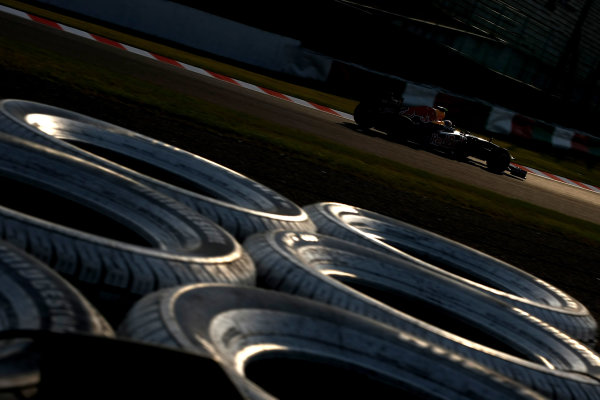 Suzuka Circuit, Suzuka, Japan.7th October 2011.Mark Webber, Red Bull Racing RB7 Renault. Action. World Copyright: Andy Hone/LAT Photographicref: Digital Image CSP24153