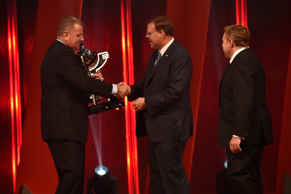 4 October, 2016, Indianapolis, Indiana USA Jim Campbell accepts the engine manufacturer trophy ?2016, Walt Kuhn LAT Photo USA