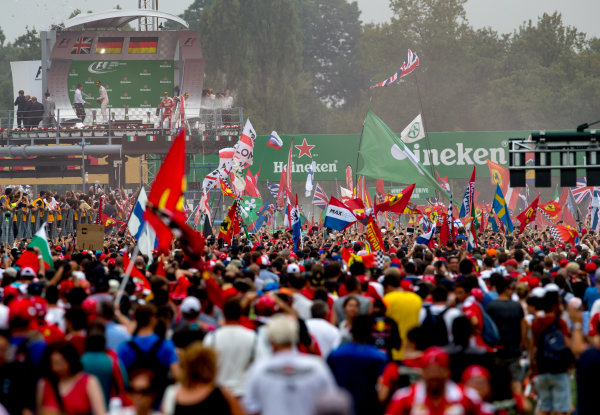 Autodromo Nazionale di Monza, Italy. Sunday 4 September 2016. A huge crowd of fans gather for the podium celebrations. World Copyright: Zak Mauger/LAT Photographic ref: Digital Image _X0W7105