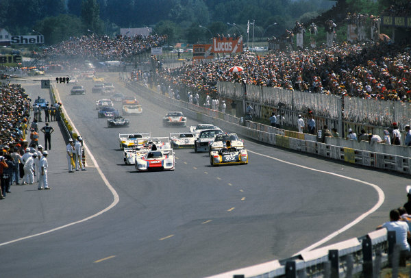 Le Mans, France. 12th - 13th June 1976.The start of the race, action.World Copyright: LAT Photographic.Ref: 76LM26.