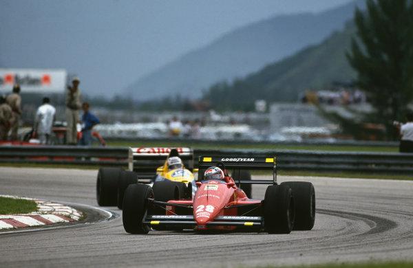 Jacarepagua, Rio de Janeiro, Brazil.1-3 April 1988.Gerhard Berger (Ferrari F187/88C), 2nd position leads Nigel Mansell (Williams FW12-Judd), retired, action. World Copyright: LAT Photographic. Ref: 88BRA48