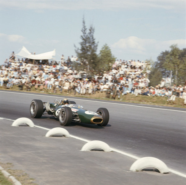 1966 Mexican Grand Prix.Mexico City, Mexico.21-23 October 1966.Jack Brabham (Brabham BT20 Repco) 2nd position.Ref-2397.World Copyright - LAT Photographic