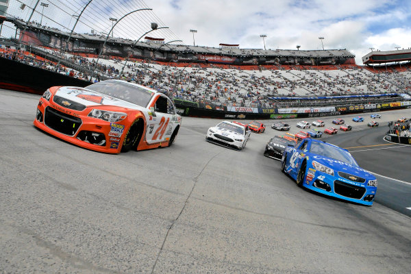 Monster Energy NASCAR Cup Series Food City 500 Bristol Motor Speedway, Bristol, TN USA Monday 24 April 2017 Kyle Larson and Chase Elliott on the pace laps World Copyright: Lesley Ann Miller LAT Images ref: Digital Image lam_170424BMS35692