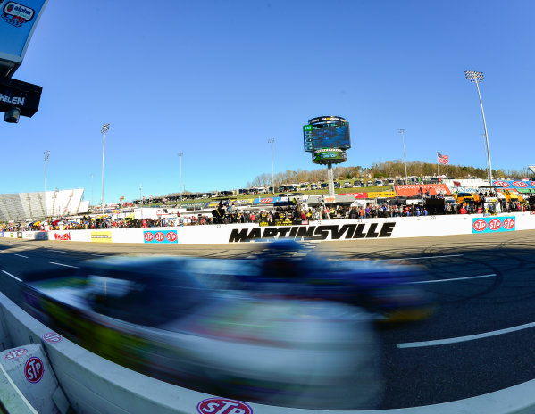 NASCAR Camping World Truck Series Alpha Energy Solutions 250 Martinsville Speedway, Martinsville, VA USA Saturday 1 April 2017 The field races past the start/finish line World Copyright: Logan Whitton/LAT Images ref: Digital Image 17MART1LW1851