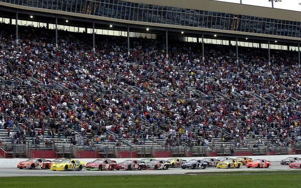 Runner up Tony Stewart (USA) leads a restart.Nascar Winston Cup, Rd33, Bass Pro Shops 500, Atlanta, USA, 27 October 2003.DIGITAL IMAGE