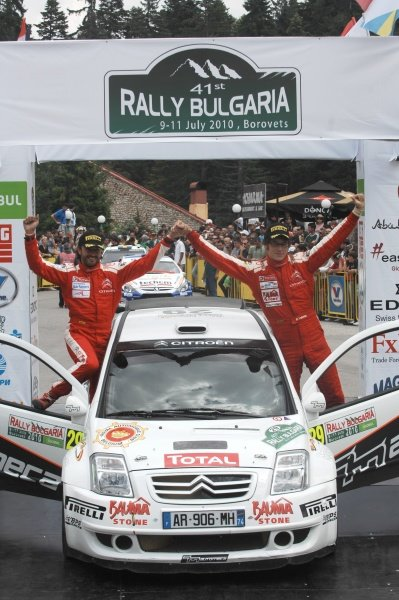 FIThierry Neuville (BEL) on the podium after winning the JWRC category.