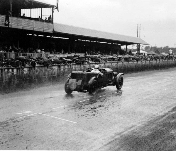 Le Mans, France. 21-22 June 1930.  Woolf Barnato / Glen Kidston (Bentley Speed Six), 1st position.  Ref: Autocar Glass Plate B4171. World Copyright - LAT Photographic