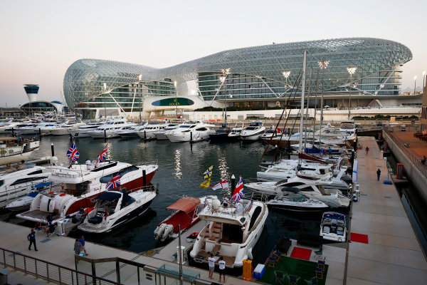 Yas Marina Circuit, Abu Dhabi, United Arab Emirates. Thursday 20 November 2014. Yas Marina. World Copyright: Andy Hone/LAT Photographic. ref: Digital Image _ONY8736