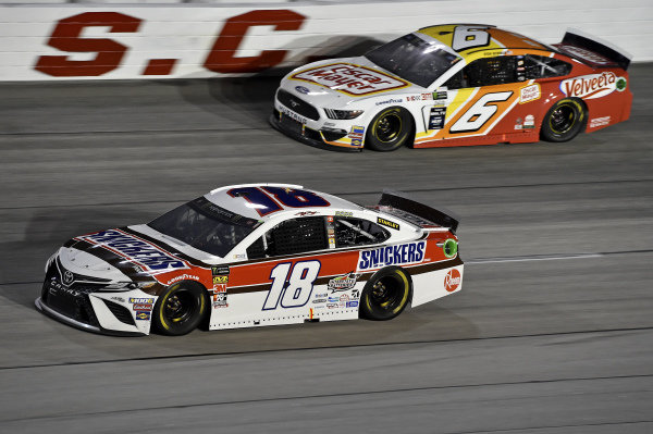 #18: Kyle Busch, Joe Gibbs Racing, Toyota Camry Snickers Throwback, #6: Ryan Newman, Roush Fenway Racing, Ford Mustang Oscar Mayer / Velveeta