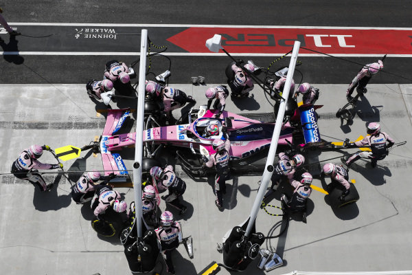 Sergio Perez, Racing Point RP19, akes a pit stop