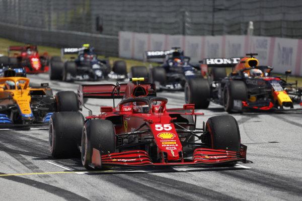 Carlos Sainz, Ferrari SF21, Daniel Ricciardo, McLaren MCL35M, Max Verstappen, Red Bull Racing RB16B, and other drivers practice their race start procedures at the end of FP3