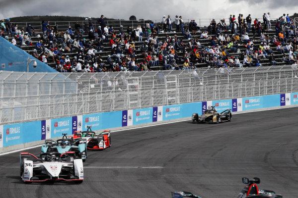 Andre Lotterer (DEU), Tag Heuer Porsche, Porsche 99X Electric, leads Sam Bird (GBR), Jaguar Racing, Jaguar I-TYPE 5, and Rene Rast (DEU), Audi Sport ABT Schaeffler, Audi e-tron FE07