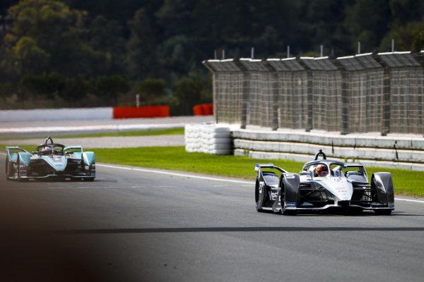 Stoffel Vandoorne (BEL), Mercedes Benz EQ Formula, EQ Silver Arrow 01 leads Mitch Evans (NZL), Panasonic Jaguar Racing, Jaguar I-Type 4