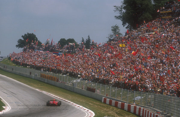 1990 San Marino Grand Prix.Imola, Italy.11-13 May 1990.As usual, the tifosi was out in force to support the scarlet cars of Ferrari.Ref-90 SM 11.World Copyright - LAT Photographic