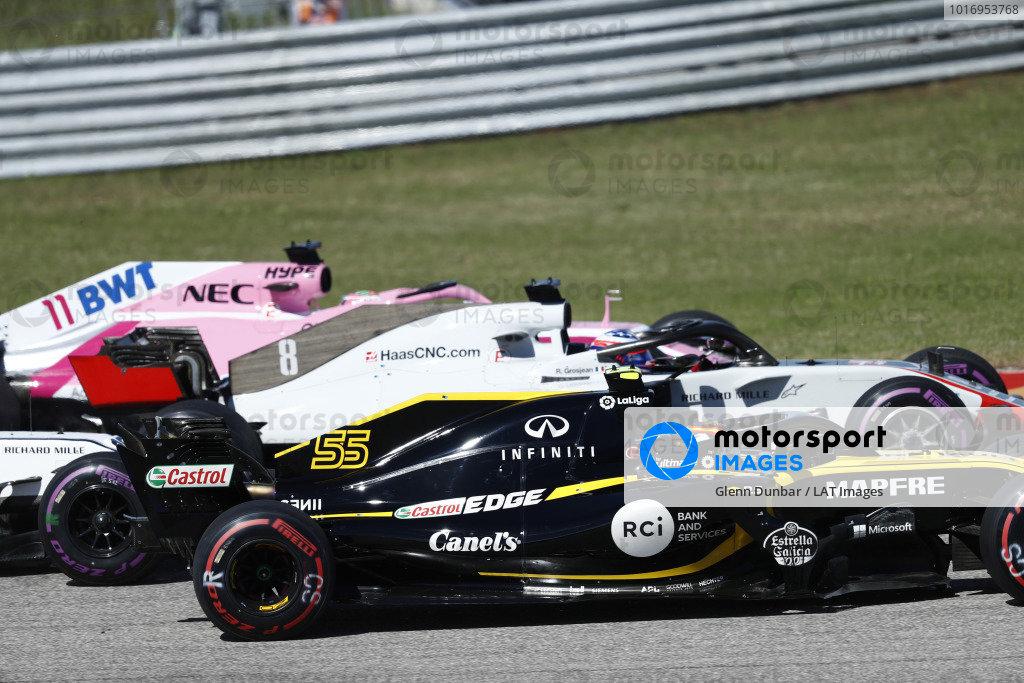 Carlos Sainz Jr., Renault Sport F1 Team R.S. 18, battles with Romain Grosjean, Haas F1 Team VF-18, and Sergio Perez, Racing Point Force India VJM11, at the start