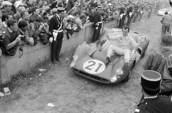 Ludivico Scarfiotti / Mike Parkes, Scuderia Ferrari, Ferrari 330P4, 2nd position, arrives in Parc Ferme at the end of the race.