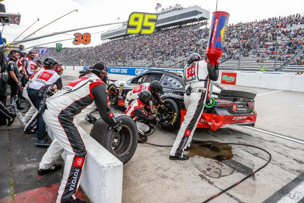 #95: Matt DiBenedetto, Leavine Family Racing, Toyota Camry Toyota Express Maintenance pit stop