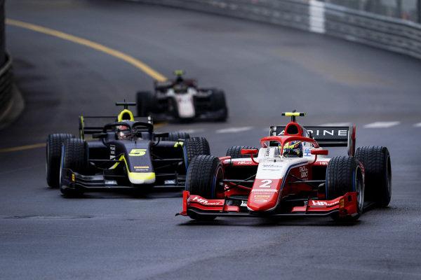Oscar Piastri (AUS, Prema Racing), leads Dan Ticktum (GBR, Carlin)